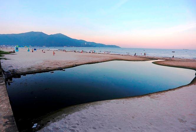 Tình trạng ô nhiễm các khu vực ven miển Đà Nẵng thời gian qua đã gây ảnh hưởng không nhỏ đến hoạt động giải trí của du khách khi đến thành phố này du lịch