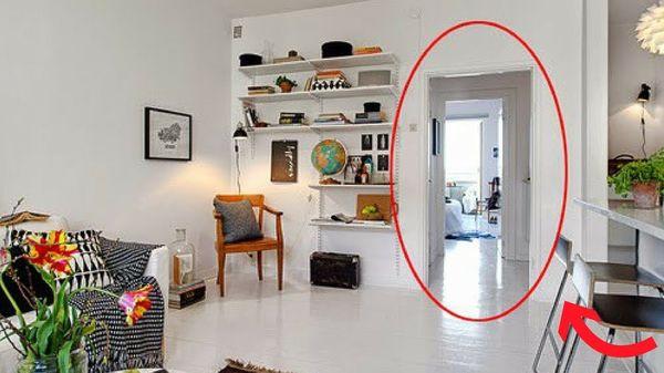Cửa chính và cửa hậu thông nhau là một trong những sai lầm trong phong thủy phòng khách