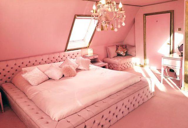 Dành 10 năm để biến ngôi nhà bình thường của mình thành một cung điện màu hồng với giá cho thuê 70 triệu đồng mỗi đêm - 4