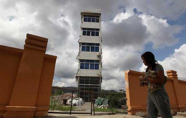 """Những ngôi nhà mọc """"vô duyên"""" giữa đường, có tiền cũng khó phá - 9"""
